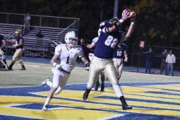 Alex Vasquez makes a leaping grab for a touchdown