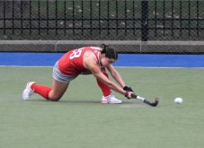 Caroline Vergroesen gets low on the ball