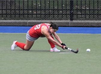 Caroline Vergroesen gets low on the ball